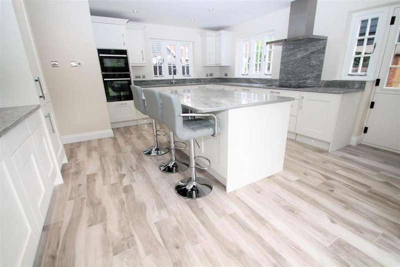 4 Bedrooms Detached House for sale in 4 BED DETACHED HOME, West Farleigh, Maidstone