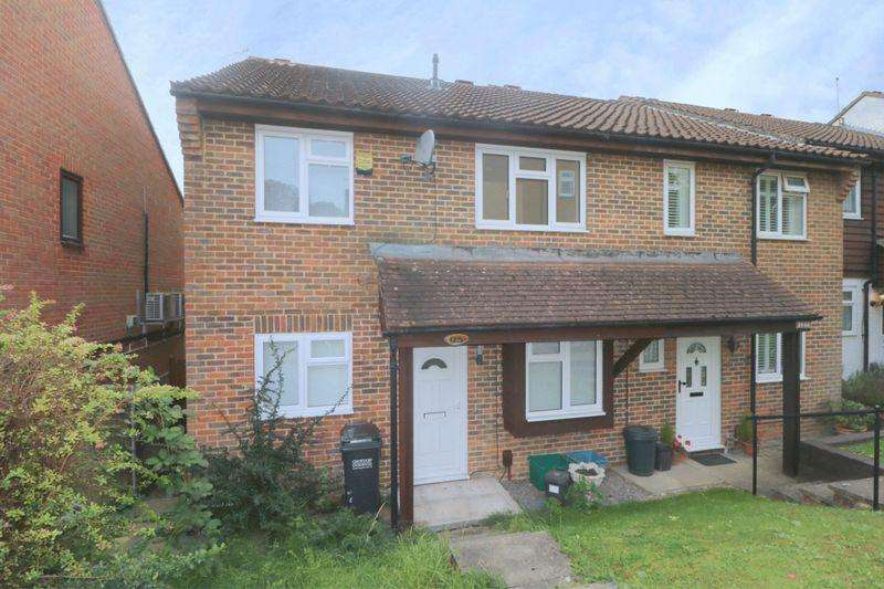 4 Bedrooms Semi Detached House for rent in Aveling Close, Purley