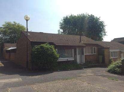 2 Bedrooms Bungalow for sale in Abbotsfield, Eaglestone, Milton Keynes