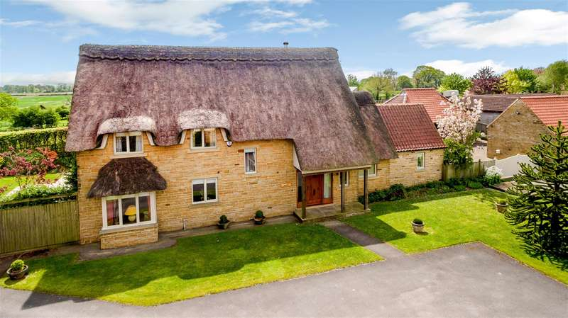 4 Bedrooms Detached House for sale in Roundhills Court, Scackleton, York, YO62 4NL