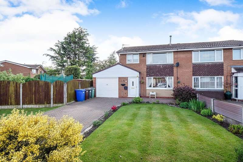 3 Bedrooms Semi Detached House for sale in Harper Fold Road, Radcliffe, Manchester, M26