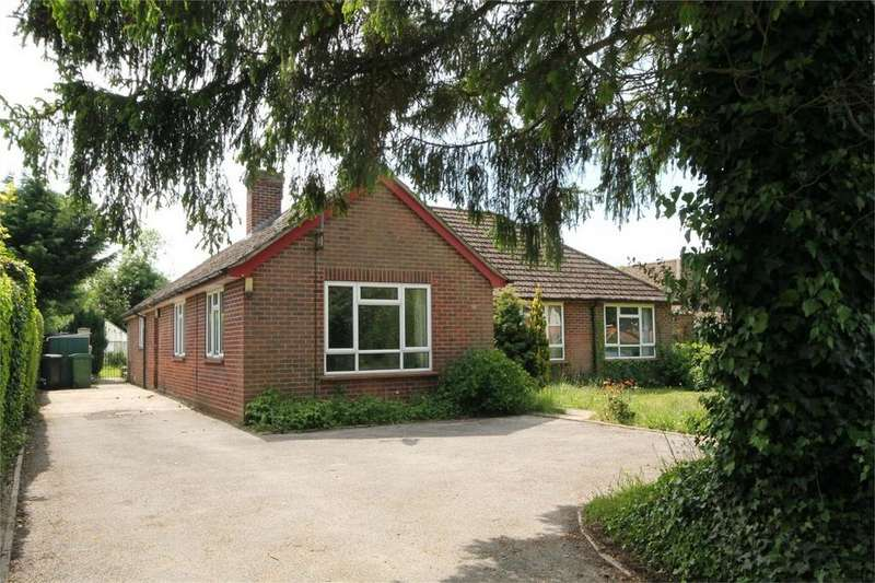 4 Bedrooms Detached Bungalow for sale in Bradfield Southend, READING, Berkshire
