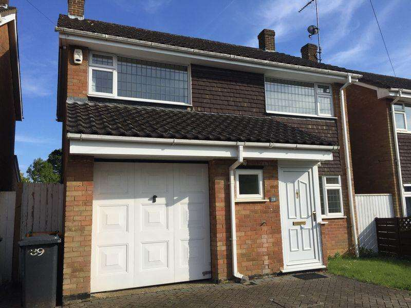 4 Bedrooms Detached House for sale in Excellent Value Detached Village Home, Caddington
