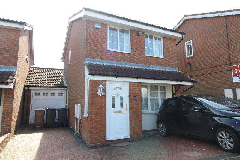 3 Bedrooms Detached House for sale in Immaculate Family Home on Rochford Drive, Wigmore