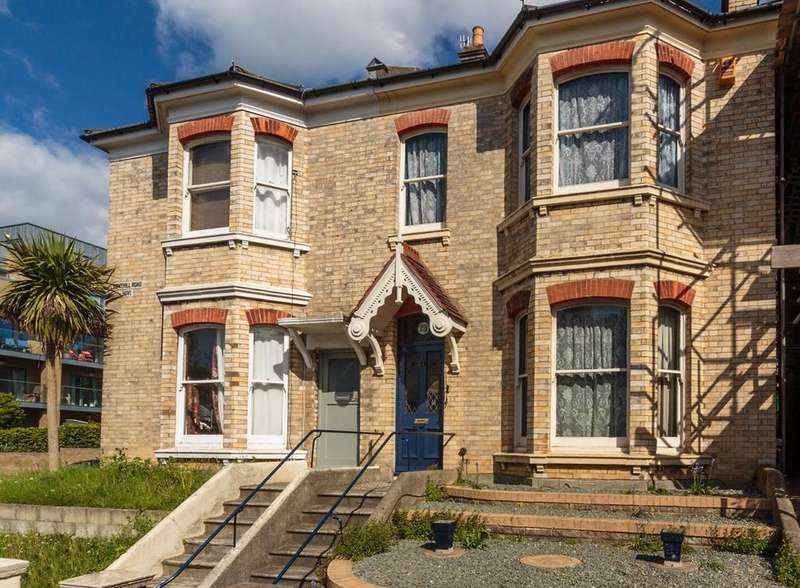 3 Bedrooms Semi Detached House for sale in Fonthill Road, Hove, BN3