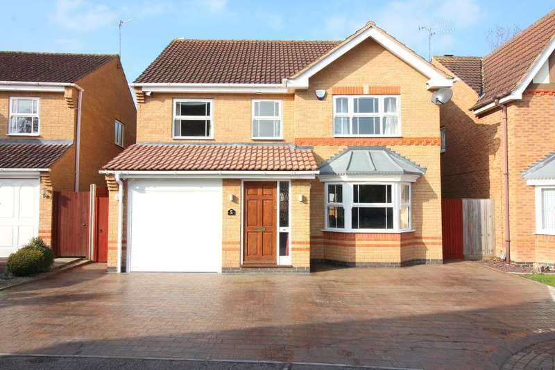 4 Bedrooms Detached House for sale in Longcroft Drive, Barton Le Clay, Bedfordshire, MK45 4SF