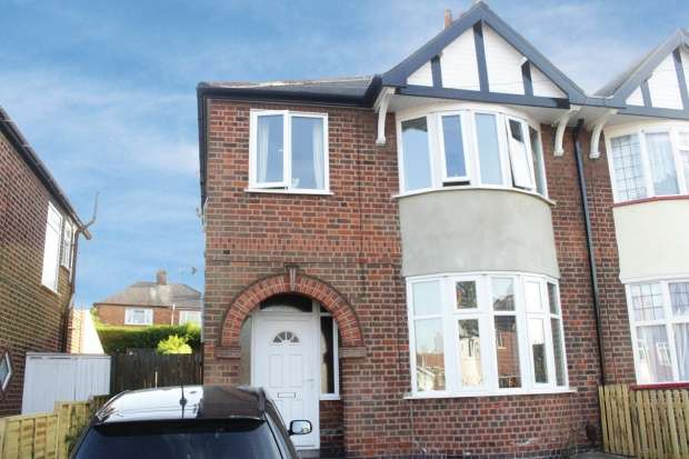 3 Bedrooms Semi Detached House for sale in Petworth Drive, Leicester, Leicestershire, LE3 9RE