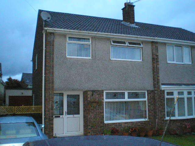 3 Bedrooms Semi Detached House for sale in Claverton Close, Gwaun Miskin, Beddau CF38