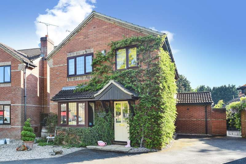 4 Bedrooms Detached House for sale in Riverdene Drive, WINNERSH, RG41