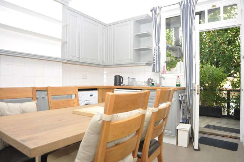 4 Bedrooms Flat for rent in Valentine Mansions, The Green, London, N21