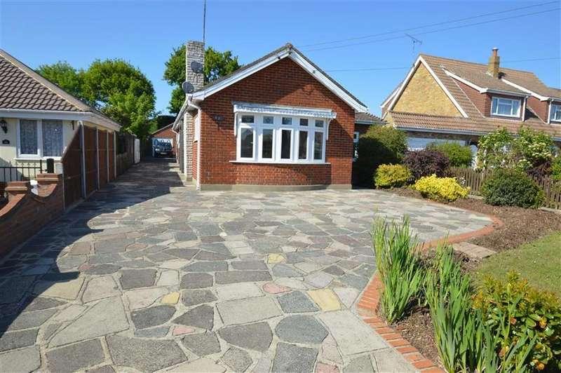 4 Bedrooms Detached Bungalow for sale in Lascelles Gardens, Rochford, Essex