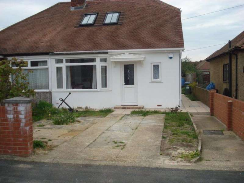 2 Bedrooms Detached Bungalow for rent in Denville Avenue, Portchester