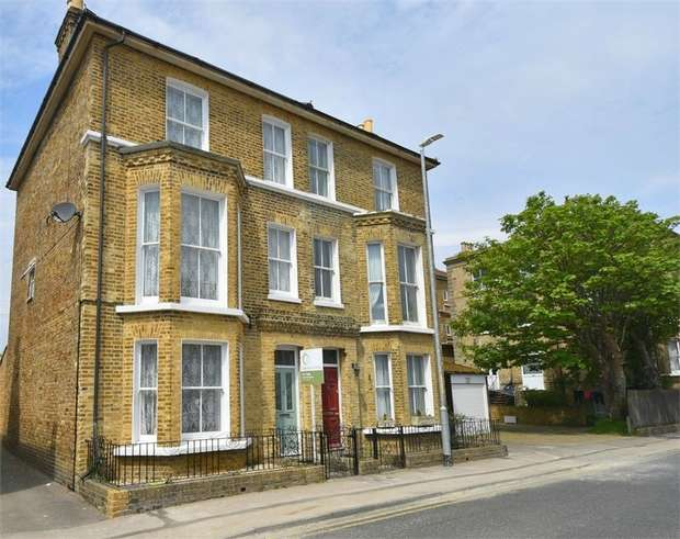 5 Bedrooms Semi Detached House for sale in West Cliff Avenue, Broadstairs, Kent