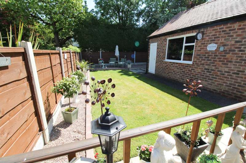 2 Bedrooms Semi Detached Bungalow for sale in ABINGDON ROAD, Bramhall