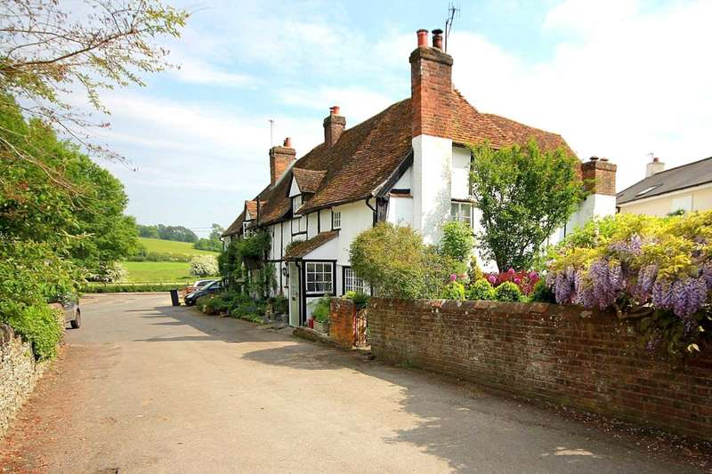 3 Bedrooms End Of Terrace House for sale in GRADE II LISTED COTTAGE in sought after VILLAGE LOCATION, HP1