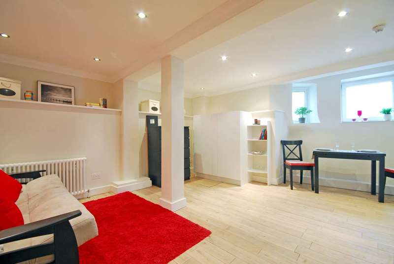 Studio Flat for sale in Colney Hatch Lane, Muswell Hill, N10