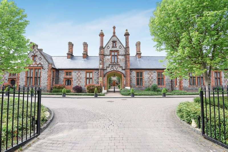 3 Bedrooms Flat for sale in Old Amersham, Buckinghamshire, HP7
