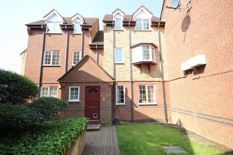 2 Bedrooms Flat for sale in St Francis Court, Shefford, SG17