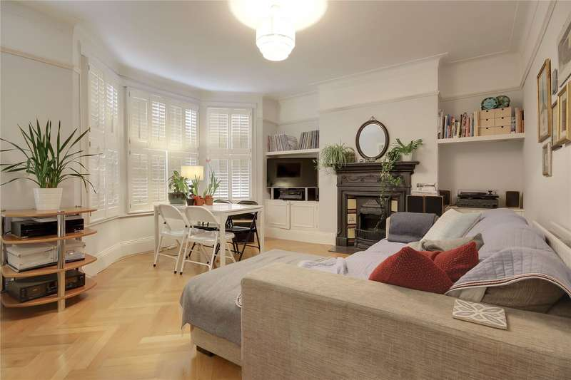 2 Bedrooms Flat for sale in Bosworth Road Bounds Green London