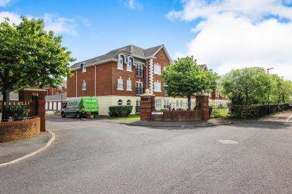 2 Bedrooms Flat for sale in Sunningdale Court, Lytham St Annes, Lancashire, England, FY8