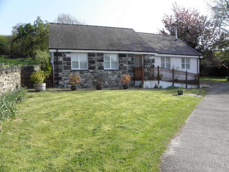 3 Bedrooms Bungalow for sale in Llwyn View, Fron Serth, LL40