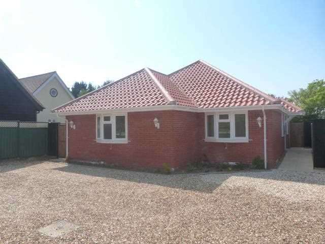 3 Bedrooms Bungalow for rent in East View, Church Lane, Claydon