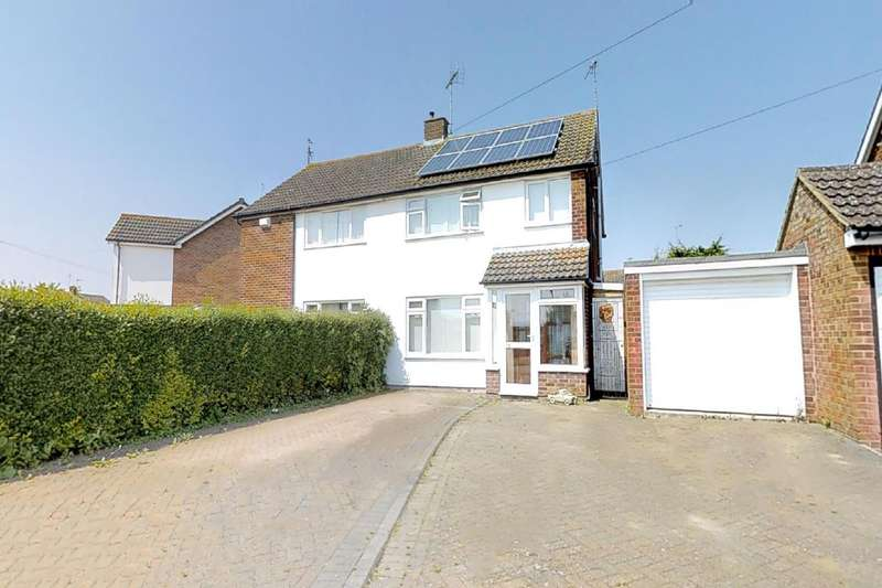 3 Bedrooms Semi Detached House for sale in Welbeck Ave, Aylesbury, HP21