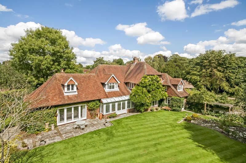 5 Bedrooms Detached House for sale in Old Bedhampton, Hampshire