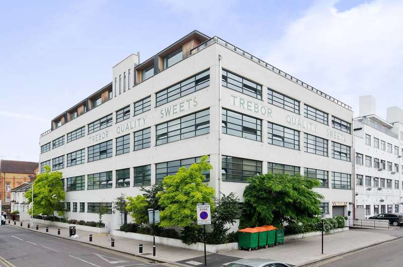 2 Bedrooms Flat for rent in Bridgepoint Lofts, Forest Gate, E7