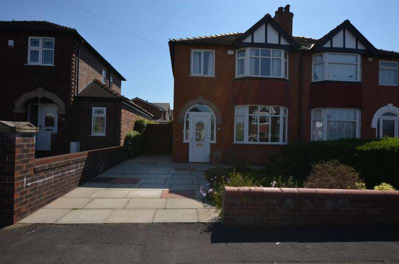 3 Bedrooms Semi Detached House for sale in Perry Road, Timperley WA15