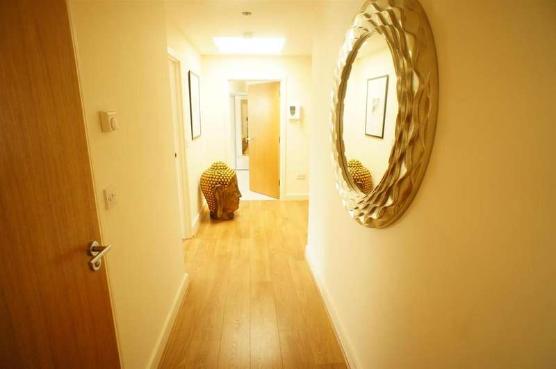 2 Bedrooms Apartment Flat for sale in Louisa Oaks Close, Chingford