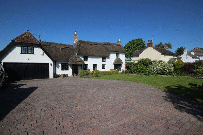 4 Bedrooms Detached House for sale in BURTON CHRISTCHURCH