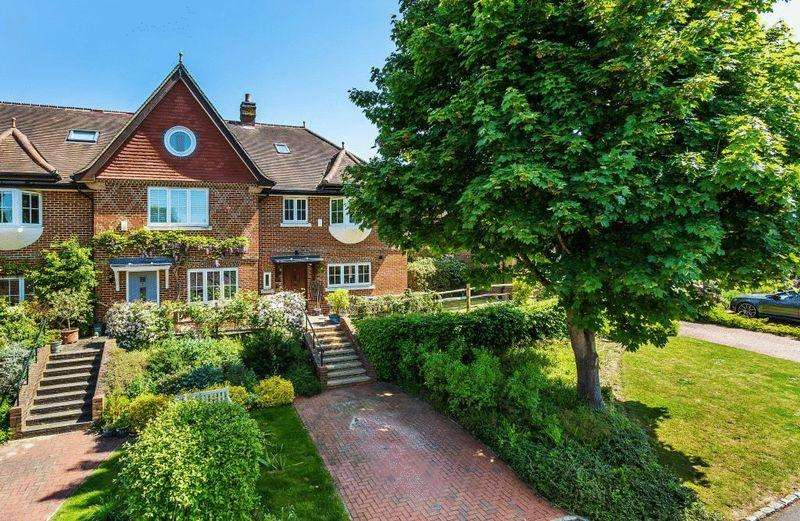 4 Bedrooms Semi Detached House for sale in DORKING
