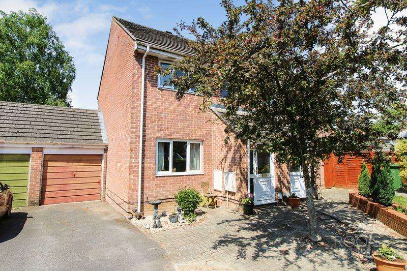 3 Bedrooms Semi Detached House for sale in Maynard Close, Thatcham