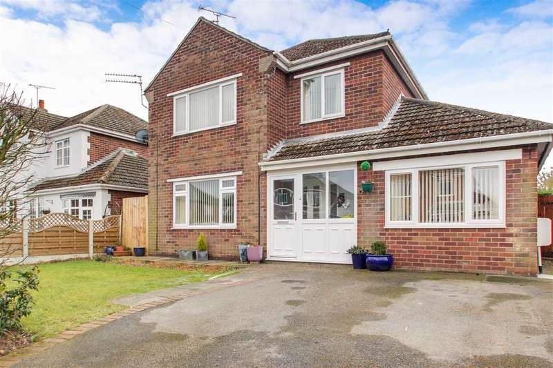 3 Bedrooms Detached House for sale in Bolton Avenue, North Hykeham, Lincoln
