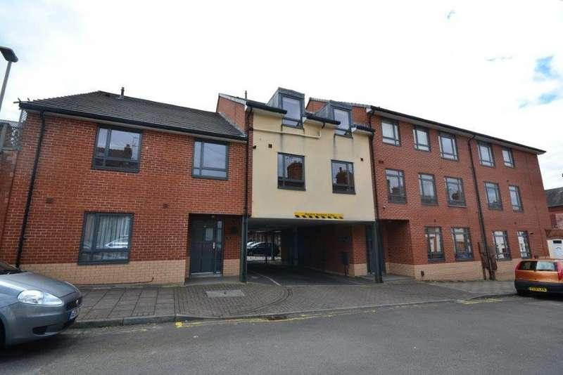 2 Bedrooms Flat for sale in Fleetwood Court, Fleetwood Road, Clarendon Park, Leicester