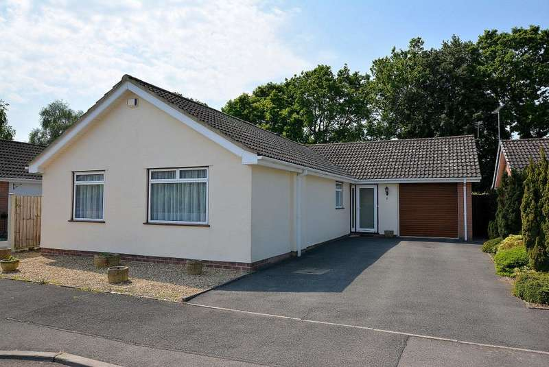 3 Bedrooms Detached Bungalow for sale in Canterbury Close, West Moors