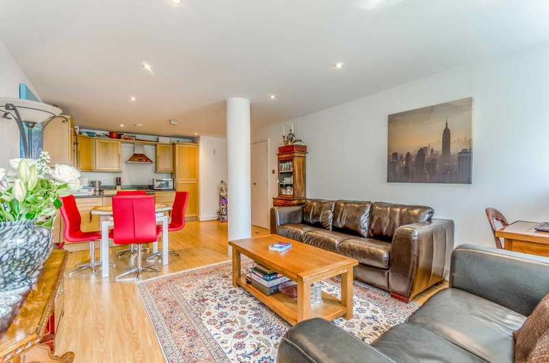 2 Bedrooms Flat for sale in East Smithfield, Tower Hill, E1W