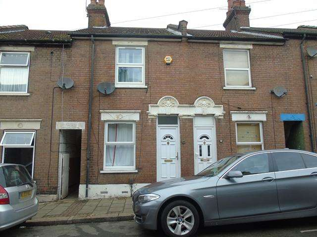3 Bedrooms Terraced House for sale in 3 Bed house Hightown- Ridgway rd