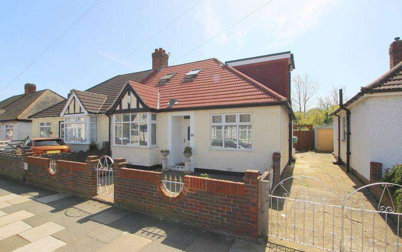 3 Bedrooms House for sale in Blanmerle Road, London SE9 2DX