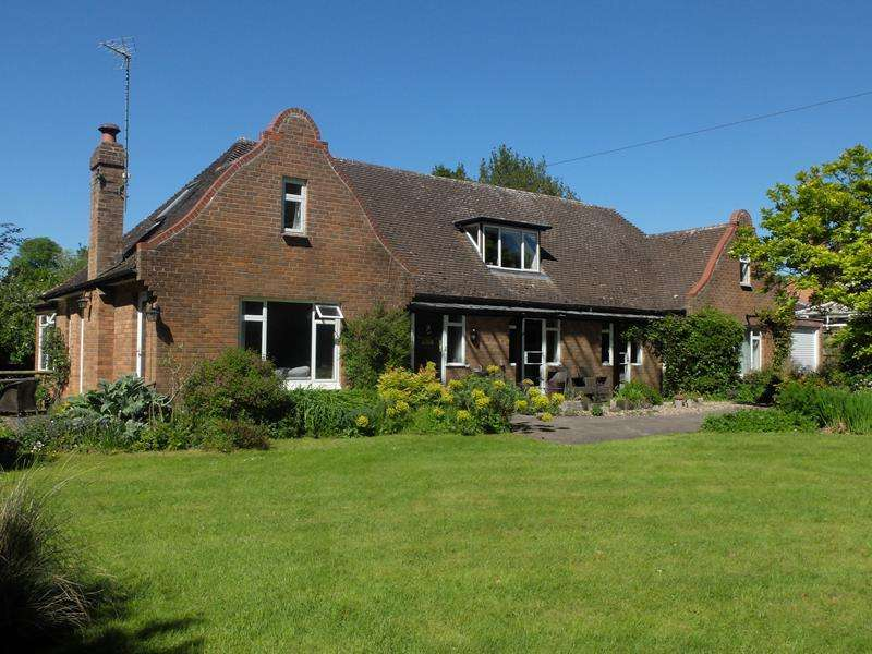 5 Bedrooms Detached House for sale in Shires Lodge, Old Church Road, Colwall, Malvern, Herefordshire, WR13 6EZ