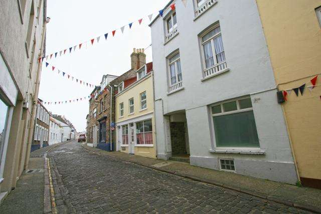 2 Bedrooms Apartment Flat for sale in 37 High Street, Alderney GY9