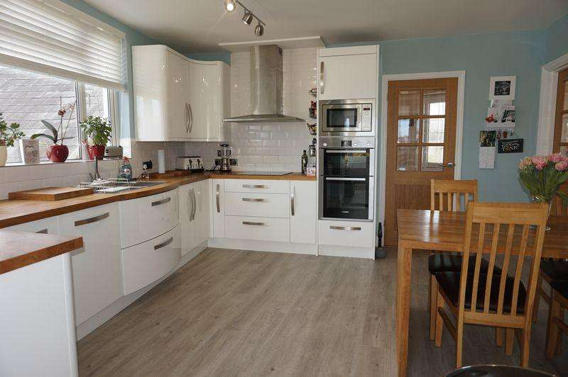 4 Bedrooms House for sale in Ideal Multi Generation or Investment