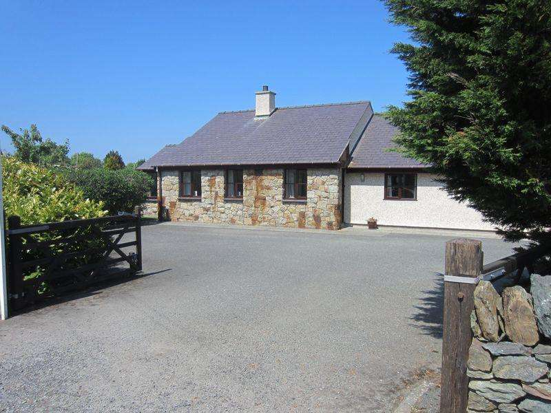 3 Bedrooms Detached Bungalow for sale in Bryn Mawr, Amlwch