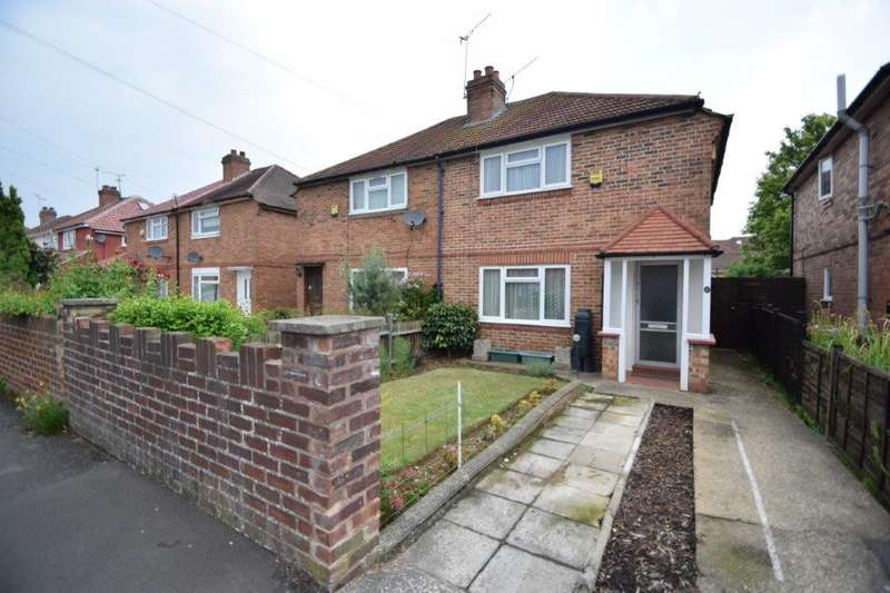 3 Bedrooms Semi Detached House for sale in Surrey Avenue, Slough, SL2