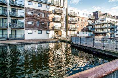 2 Bedrooms Flat for sale in 2 Isaac Way, Manchester, Greater Manchester
