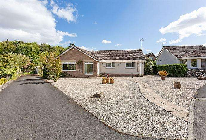 4 Bedrooms Bungalow for sale in 49 Lennel Mount, Coldstream, TD12 4NS
