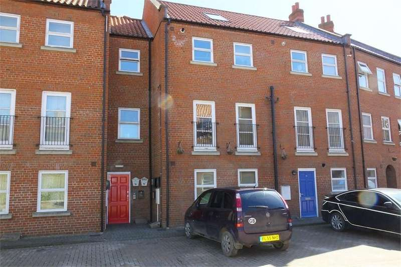 3 Bedrooms Ground Maisonette Flat for sale in Windmill View Court, Willoughby Road, Boston, Lincolnshire