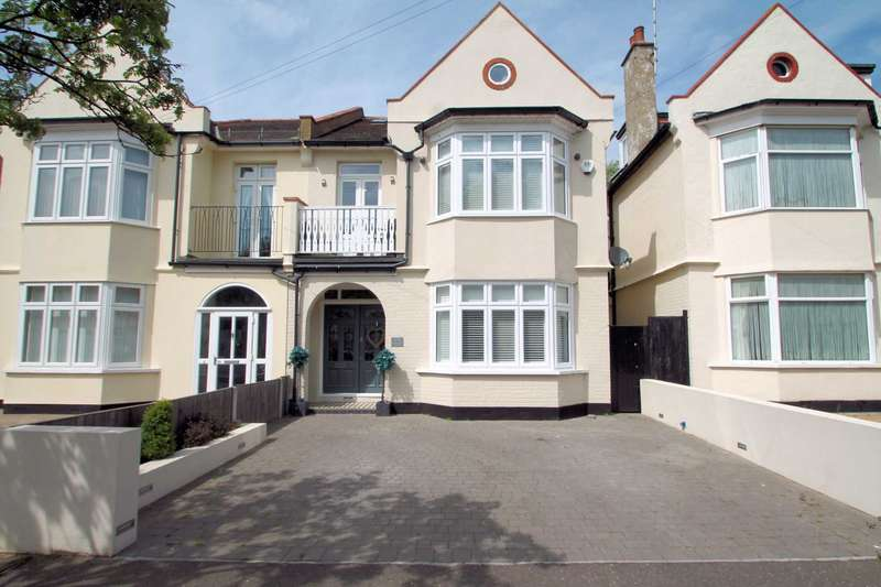 6 Bedrooms Semi Detached House for sale in Shaftesbury Avenue , Thorpe Bay