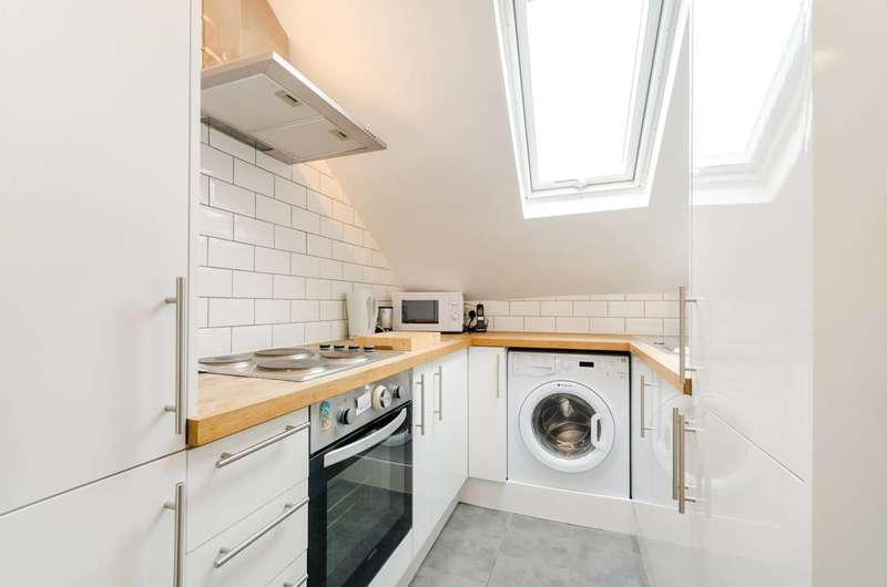 3 Bedrooms Flat for sale in Holmesdale Road, South Norwood, SE25